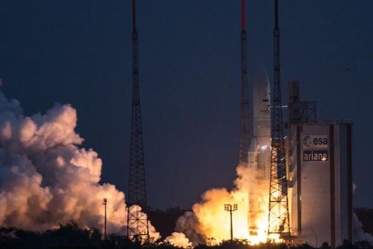 Satelit Telkom 3S milik PT Telekomunikasi Indonesia Tbk, meluncur dari Guiana Space Center, Kourou, Guyana, Perancis, Rabu (15/2/2017) dini hari WIB. Telkom mengalihkan sejumlah pelanggan ke transponder satelit Telkom 3S dan satelit lainnya menyusul gangguan pada satelit Telkom 1