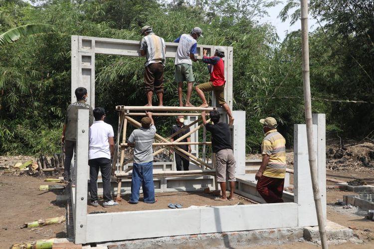 Disperakim Jateng membangun 250 bangunan rumah tahan gempa yang disebut Rumah Unggul Sistem Panel Instan (Ruspin) di 15 kabupaten, pada tahun ini.