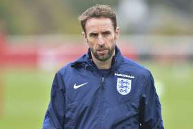 Manajer tim nasional Inggris, Gareth Southgate, sedang memimpin sesi latihan di London, Inggris pada 14 November 2016.