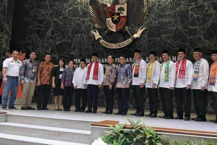 Pemprov DKI Jakarta menandatangani perjanjian kerja sama bersama stakeholders untuk menggelar program Dapur Kurban dalam rangka Idul Adha 1440 Hijriah di Balai Kota DKI Jakarta, Jalan Medan Merdeka Selatan, Jumat (9/8/2019).