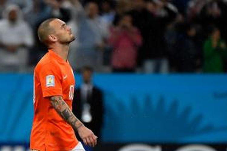 Ekspresi gelandang Belanda, Wesley Sneijder, setelah tembakannya diantisipasi kiper Argentina Sergio Romero, pada babak adu penalti, semifinal Piala Dunia, di Arena Corinthians, Sao Paulo, Rabu (9/7/2014).