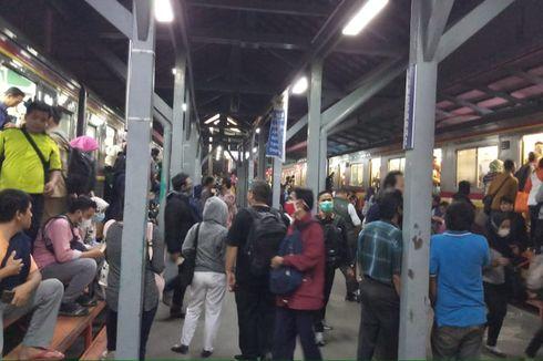 Tawuran di Atas Rel Sebabkan Penumpukan Penumpang di Stasiun Manggarai