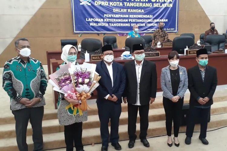 Wali Kota Tangerang Selatan Airin Rachmi Diany bersama pimpinan DPRD Tangerang Selatan usai melaksanakan rapat paripurna, Kamis (15/4/2021).
