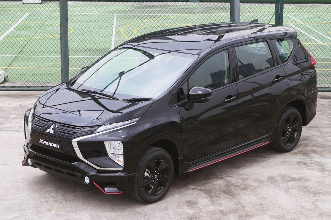 Mitsubishi Xpander Black Edition hadir dalam dua varian transmisi yakni manual dan AT. Mitsubishi menawarkan dua pilihan warna yakni quartz white pearl dan jet black mica. Xpander Black Edition dibanderol Rp 257,1 juta untuk transmisi manual dan Rp 267,5