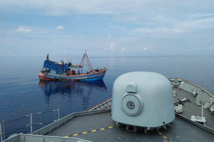 Jajaran TNI AL melalui Koarmada I kembali berhasil menangkap 2 kapal ikan asing (KIA) asal Vietnam yang melakukan pencurian ikan di laut Natuna, Sabtu (13/4/2019).