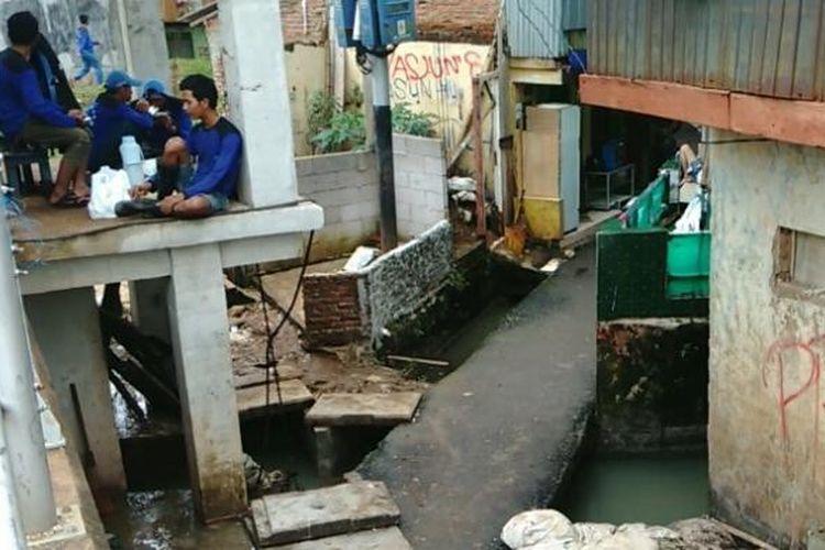 Di got-got di Kampung Pulo ini sempat terjadi banjir akibat rembesan air dari Sungai Ciliwung ke rumah warga. Daerah ini merupakan tempat yang berbatasan langsung dengan tanggul. Kamis (16/2/2017)