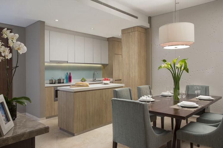 Dapur dari kamar 2-bedroom executive Ascott Kuningan Jakarta.