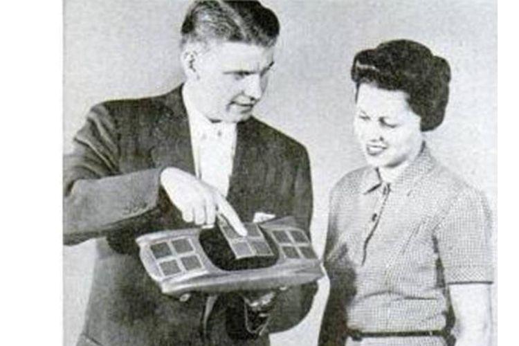 Mobil mini bertenaga surya pertama Sunmobile