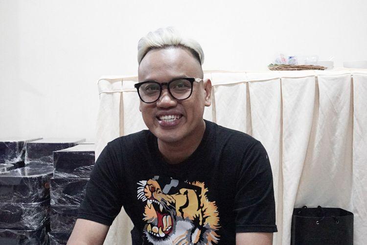 Pembawa acara Uya Kuya saat diabadikan dalam acara Belanja Buku 100 Anak Yatim dan Buka Puasa Bersama Trans 7 di Kawasan Tendean, Jakarta Selatan, Rabu (6/6/2018).