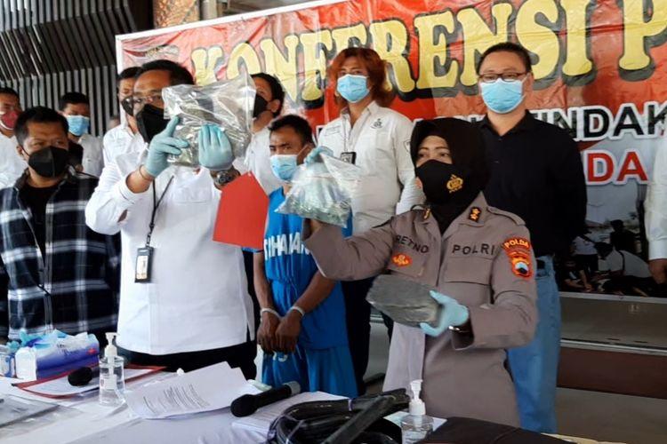 Gelar perkara kasus pelemparan kaca truk dengan batu di Mapolda Jawa Tengah, Senin (23/8/2021)