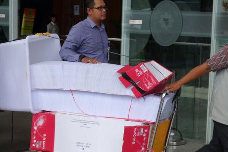 Berkas kasus dugaan korupsi pengadaan e-KTP setebal 24.000 halaman dilimpahkan ke Pengadilan Tipikor Jakarta, Rabu (1/3/2017).