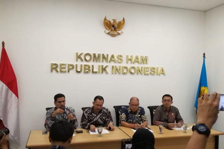 Tim Pemantau Pileg dan Pilpres 2019 Komisi Nasional Hak Asasi Manusia (Komnas HAM) menyampaikan hasil pemantauan di 5 provinsi, yaitu di Banten, Jawa Barat, Jawa Timur, Kalimantan Tengah dan Sulawesi Selatan.
