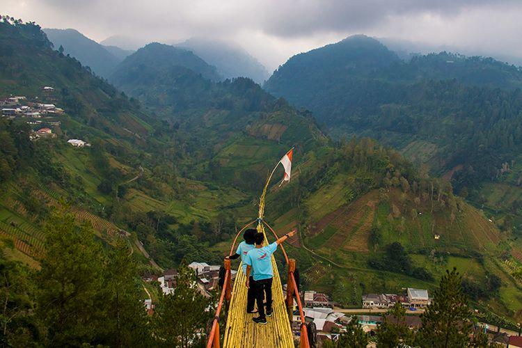 Spot foto perahu terbang di Bukit Hope Karanganyar.