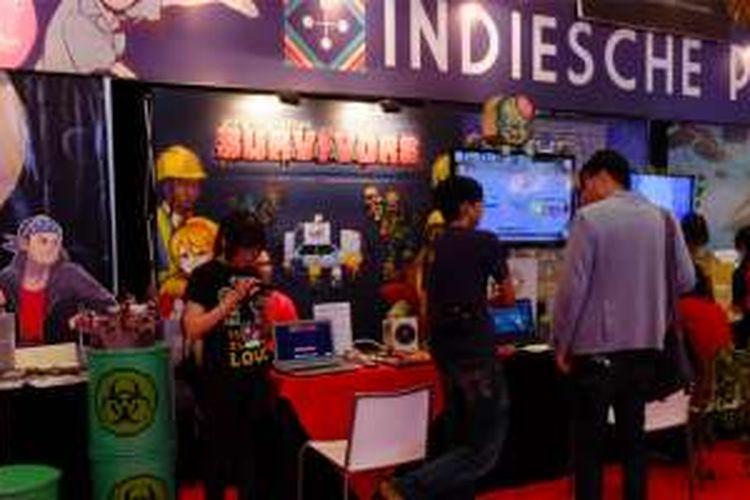 Kondisi booth Indiesche Partij dari Bekraf, yang diisi oleh 8 developer game lokal, di acara PopCon Asia 2016, Jakarta, Jumat (12/8/2016)
