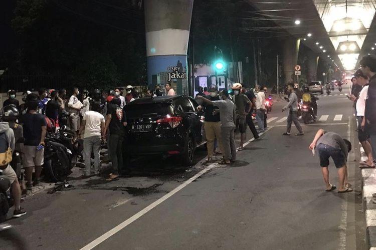 Kecelakaan terjadi di Jalan Pangeran Antasari tepatnya di lampu merah seberang Pom Bensin Shell, Cipete Utara, Kebayoran Baru, Jakarta Selatan pada Kamis (24/12/2020) sekitar pukul 00.30 WIB.