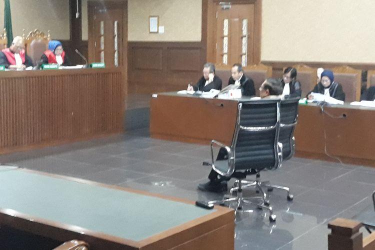 Edy Saputra Suradja selaku Wakil Direktur Utama PT SMART Tbk dan Direktur/Managing Director PT Binasawit Abadi Pratama (BAP) duduk di kursi terdakwa di Pengadilan Tipikor Jakarta, Jumat (11/1/2019).