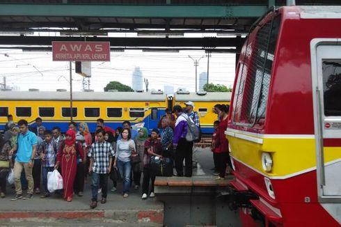 Tak Hanya di Jalan, Kemacetan Juga Terjadi di Perlintasan KRL