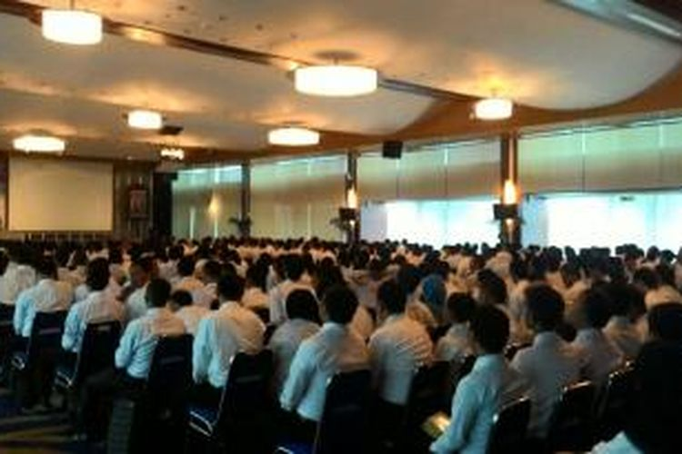 Suasana Ball Room Gedung Mina Bahari III KKP saat Menteri Susi Pudjiastuti memberikan arahan pada 448 CPNS, Jakarta, Senin (13/4/2015)