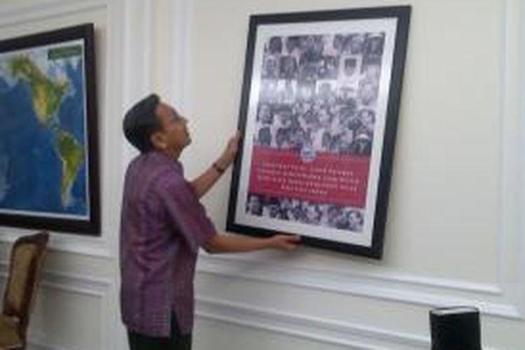 Wakil Presiden Boediono mengemasi barang-barangnya sebelum pergantian pemerintahan, Sabtu (18/10/2014).