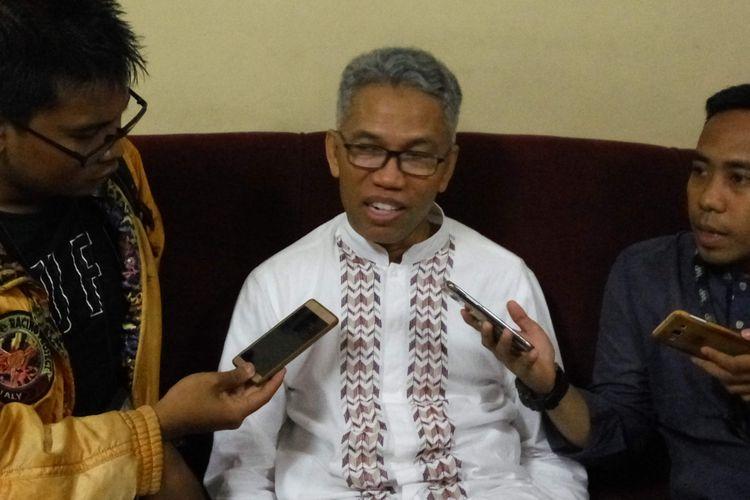 Tersangka kasus dugaan pelanggaran UU Informasi dan Transaksi Elektronik, Buni Yani saat diwawancarai di kawasan Jatipadang, Jakarta Selatan, Jumat (7/4/2017).
