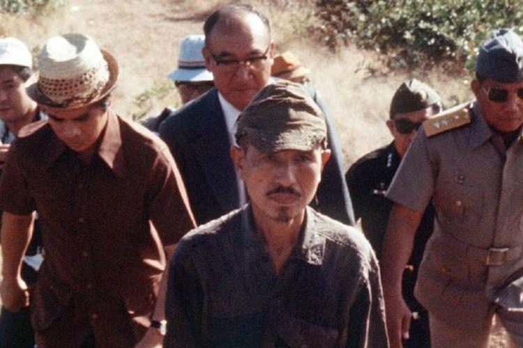Letnan Hiroo Onoda (tengah) ketika keluar dari hutan Filipina pada 1974, atau 29 tahun setelah Jepang kalah dari Amerika Serikat (AS) dalam Perang Dunia II.