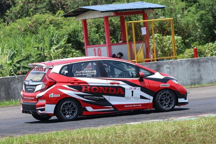 Pembalap Honda Racing Indonesia, Alvin Bahar.