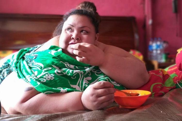 Titi Wati saat makan sesuai dengan jenis dan jumlah asupan yang sudah ditentukan oleh tim medis ahli gizi.