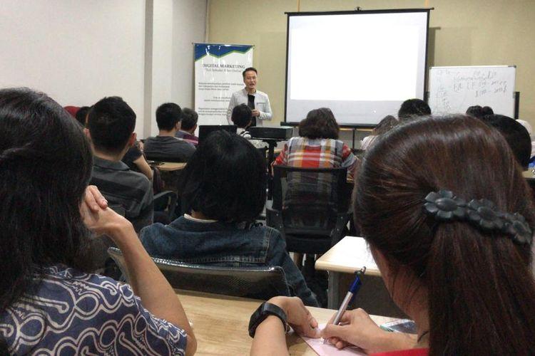 Tahun ini SDFX akan membuka 10 cabang pusat pelatihan investasi Forex di Indonesia. Tak sekedar pusat pelatihan dan investasi, tapi juga Fintech Education dan Enterpreneur Incubator Hub untuk mencetak pengusaha Fintech Education.