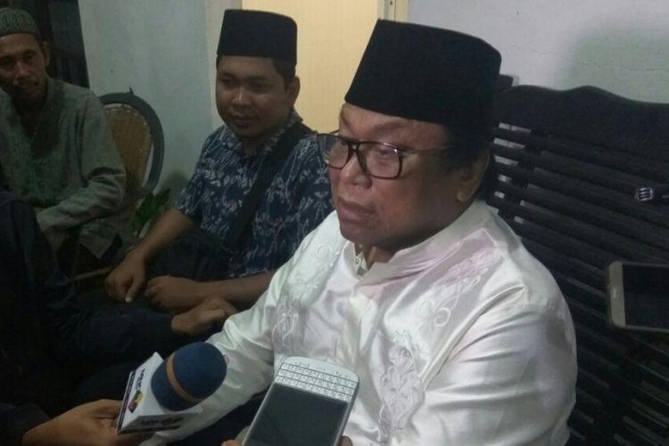 Ketua DPD RI Oesman Sapta Odang saat memberikan keterangan kepada wartawan di Sukadana, Kabupaten Kayong Utara, Kalimantan Barat (13/6/2018)