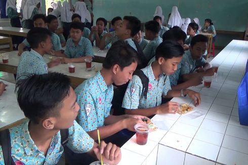 Di Kendal,  Ada SMP yang Memberi  Makan Gratis untuk Peserta UNBK
