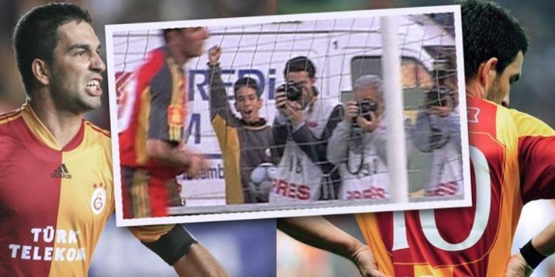 Arda Turan (angkat tangan) ikut merayakan gol Gheorghe Hagi pada laga antara Galatasaray dan Adanaspor.