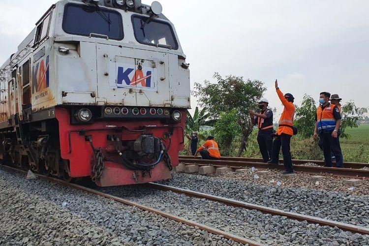 Jalur Kereta Api Jarak Jauh mulai beroperasi kembali setelah diperbaiki usai banjir