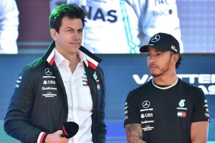 Bos tim Mercedes, Toto Wolff, bersama Lewis Hamilton.