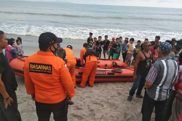Tim BASARNAS terdiri dari Lanal, BPBD, kepolisian melakukan pencarian seorang nelayan yang hilang di laut perairan Pulau Karang, Barus, Tapanuli Tengah, Kamis (27/8/2020).