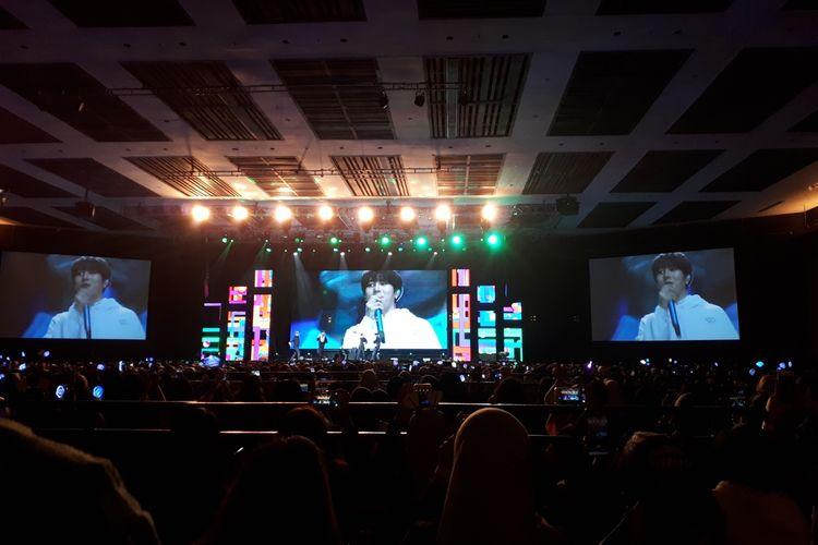 Bintang idola Ha Sungwoon tampil di acara fan meeting sebagai artis solo di The Kasablanka Hall, Kota Kasablanka, Jakarta Selatan, Sabtu (22/6/2019).