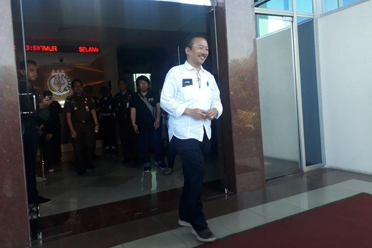 Mantan wali kota Surabaya, Bambang Dwi Hartono keluar dari gedung Kejati Jatim, Selasa (25/6/2019) siang