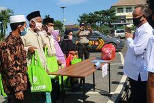 BLK Lombok Timur Bagikan Sembako dan Alat Kesehatan kepada Warga Terdampak Covid-19