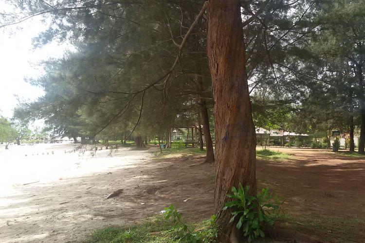 Pantai Tapak Hantu di Desa Batu Belubang, Bangka Tengah, Kepulauan Bangka Belitung, Senin (28/1/2019).