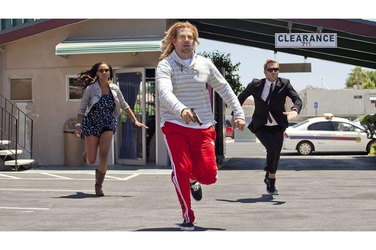 Hit and Run merupakan film aksi  komedi yang dibintangi oleh Dax Shepard, Bradley Cooper dan Kristen Bell.