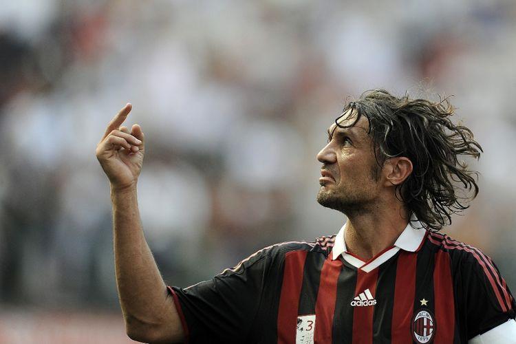 Paolo Maldini menjalani partai AC Milan kontra AS Roma pada lanjutan Serie A di San Siro, 24 Mei 2009.
