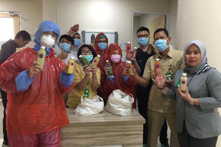 Re.juve membagikan Cold-Pressed Juice dan Re.juve SHOT's kepada lebih dari 5.000 tenaga kesehatan di Jabodetabek, Surabaya dan Bali.