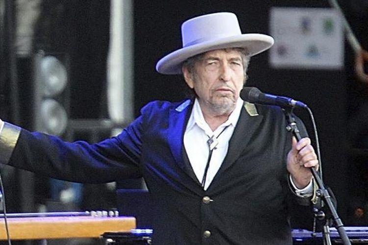 Penyanyi dan pencipta lagu AS, Bob Dylan, tampil di Festival Les Vieilles Charrues di Carhaix, Perancis, pada 22 Juli 2012. Dylan ditetapkan sebagai pemenang Hadiah Nobel Sastra pada Kamis (13/10/2016).