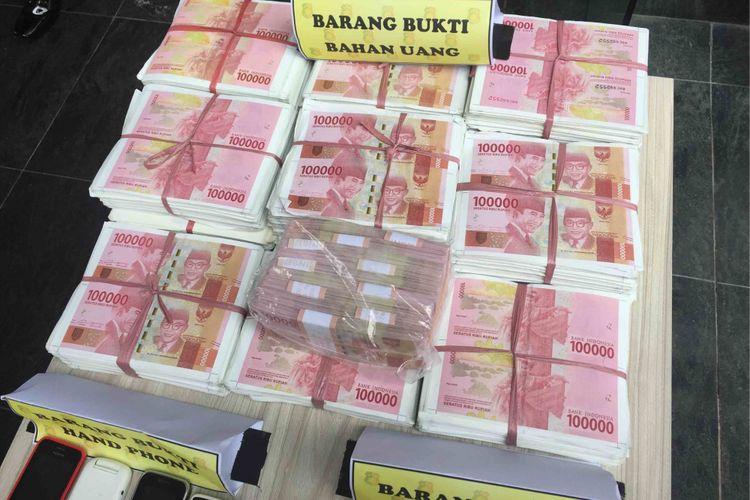 Anggota Bareskrim Polri Mengamankan belasan anggota kelompok pemalsu ratusan dokumen, uang palsu, serta penadah mobil curian, Rabu (20/12/2017)