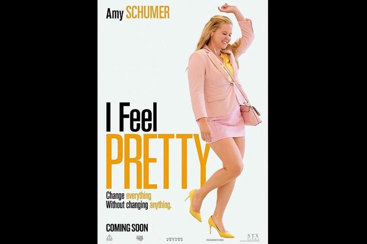 Amy Schumer dalam film komedi I Feel Pretty (2018).