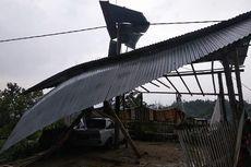 Angin Puting Beliung Rusak Rumah Warga dan Padamkan Listrik
