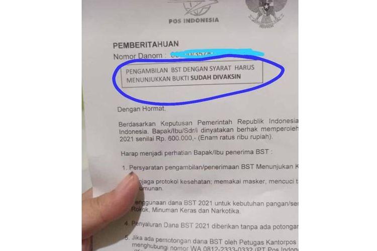 Foto surat undangan pengambilan bantuan sosial tunai (BST) di PT Pos Indonesia tertulis salah satu sayaratnya harus menunjukkan bukti sudah vaksin.