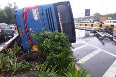 Bus Damri Terbalik di Tol Arah Bandara Soekarno-Hatta