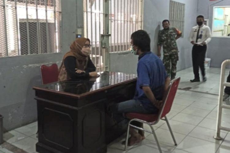 Pemeriksaan psikologi terhadap narapidana Rutan Pekanbaru yang mencoba kabur, Jumat (24/9/2021).