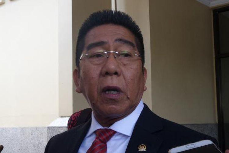 Anggota Komisi II DPR RI Fraksi PDI-P Henry Yosodiningrat meminta polisi menangkap dan menahan Pimpinan FPI Rizieq Shihab di Mabes Polri, Jakarta, Jumat (20/1/2017).