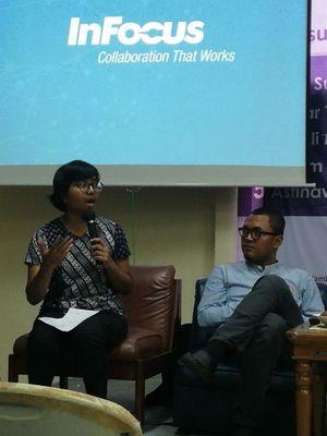 Ketua Umum Yayasan Lembaga Bantuan Hukum Indonesia (YLBHI) Asfinawati (kiri) dan Peneliti Indonesian Muslim Crisis Center (IMCC) Robi Sugara (kanan)